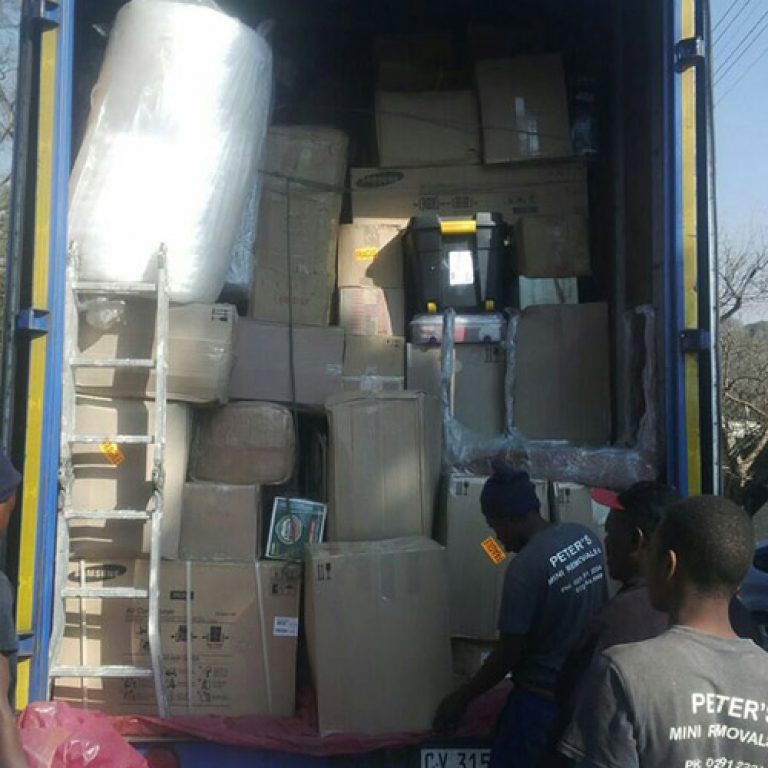peters-mini-removals-trucks-packed